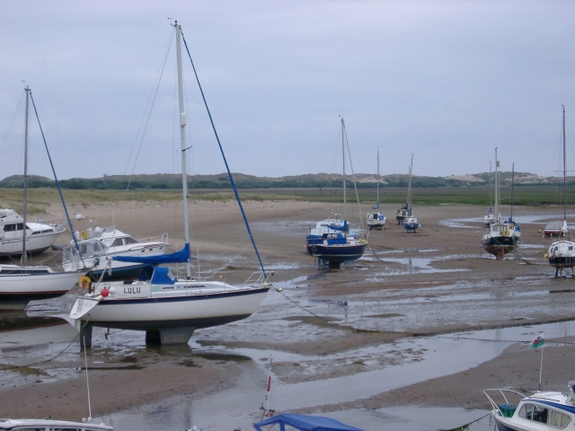 yachts low tide