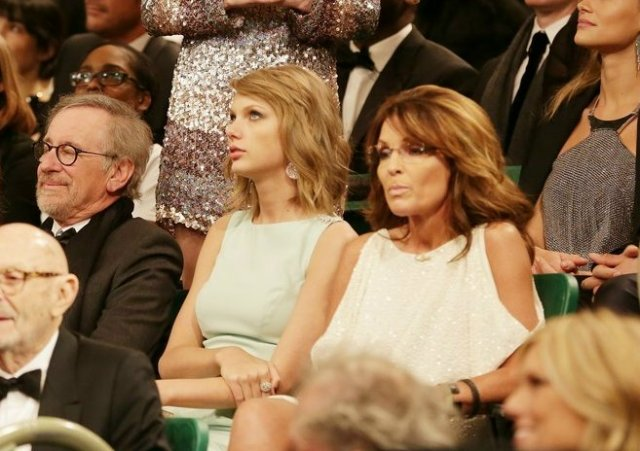 taylor-swift-sarah-palin-sit-together-in-snl-40-audience-03